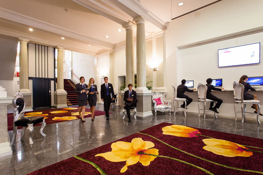 картинка гостиничный бизнес деньги помогут жертвам