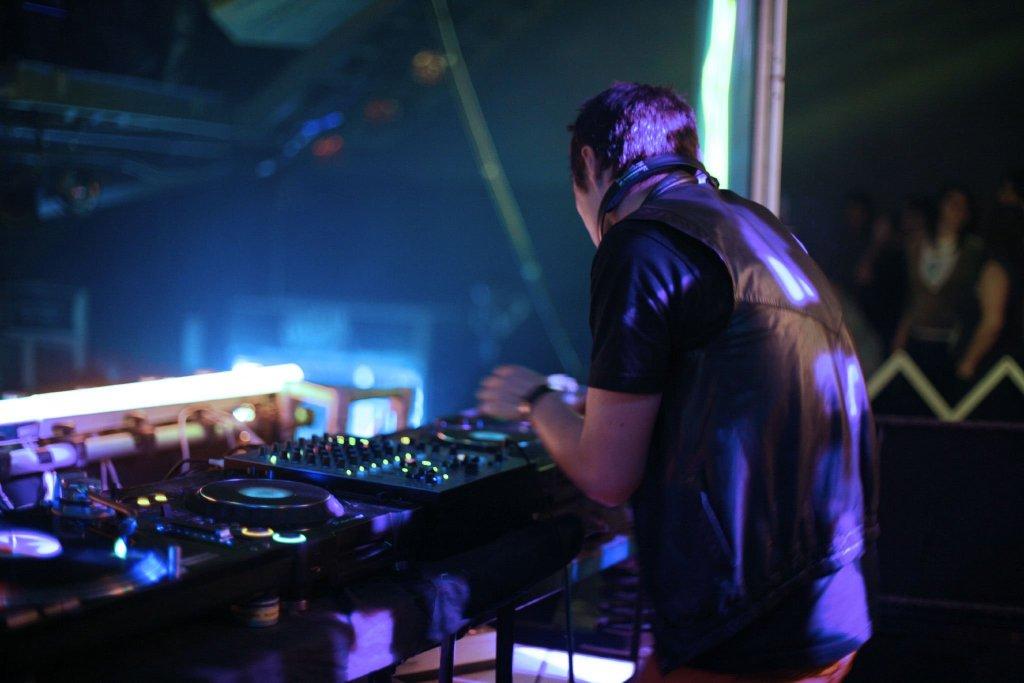 Москва диджей в ночной клуб скачать бесплатно музыку из ночных клубов москвы