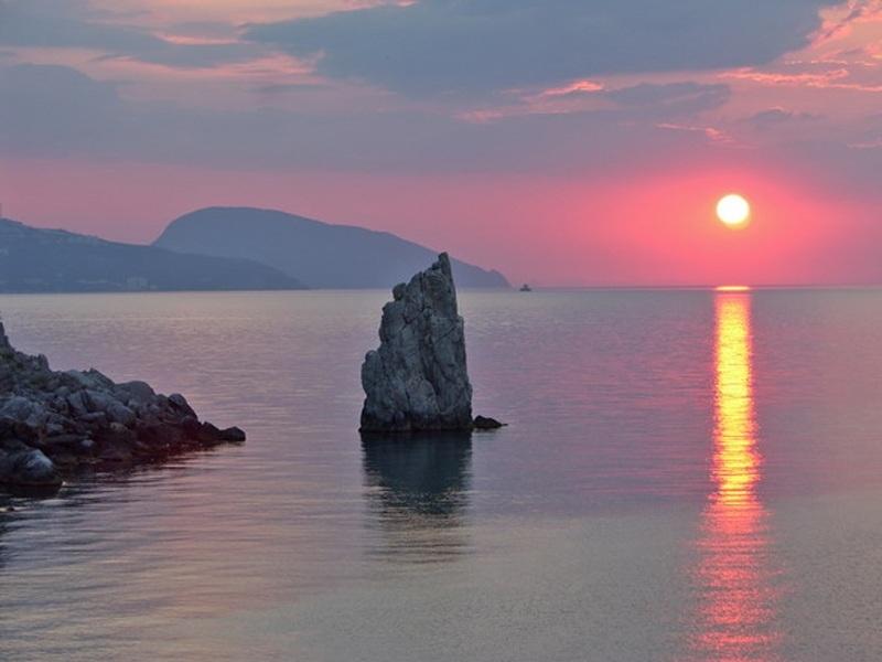 Вид на закат на отдыхе в Крыму
