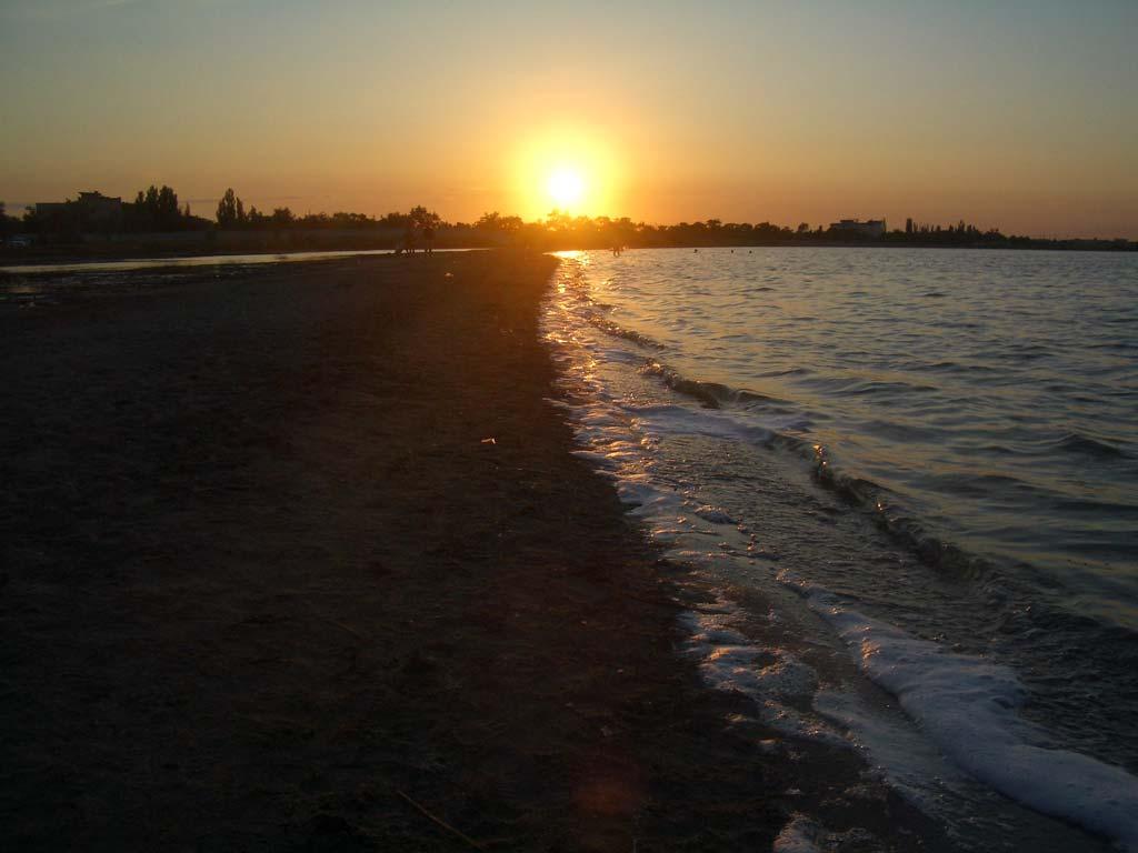 Закат на пляже в Евпатории